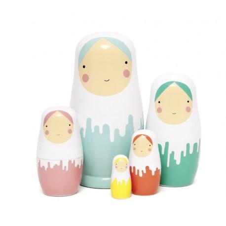 Poupées russes sous la neige - Dripped dolls - design by Sketch Ink - Petit Monkey