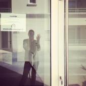 - Clap de fin - 🎬 Cette fois c'était la dernière. Ce matin j'ai rendu les clés de la boutique à la Mairie de Lion sur Mer. Le local sera occupé par l'office de tourisme @caenlamer jusqu'à fin septembre 🌴☀️ 👉🏻 De mon côté je me consacre pour le moment exclusivement au site de la boutique www.boutiquelepompon.fr 👩🏻💻. 👉🏻 Je reste dispo pour assurer les click&collect à Luc sur Mer et Lion sur Mer 🛍 👉🏻 Et je reste à l'affût pour trouver une boutique à la rentrée et y rester, pour de vrai 😎😉 🎈Encore merci à tous ceux qui ont fait de cette période particulière une belle aventure 🥰😊 Et à très vite ! 😘 Léa . #clapdefin #theend #fermeture #lucsurmer #caenlamer #lionsurmer #lepompon #boutiquelepompon #boutiqueenligne #boutiqueephemere #seeyousoon #clickandcollect #commandeenligne #decorationinterieur #cadeau #petitsbonheurs #petitscommerces
